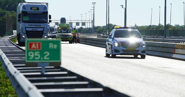 Vertraging op A1 na ongeluk neemt af, weg is weer vrij.