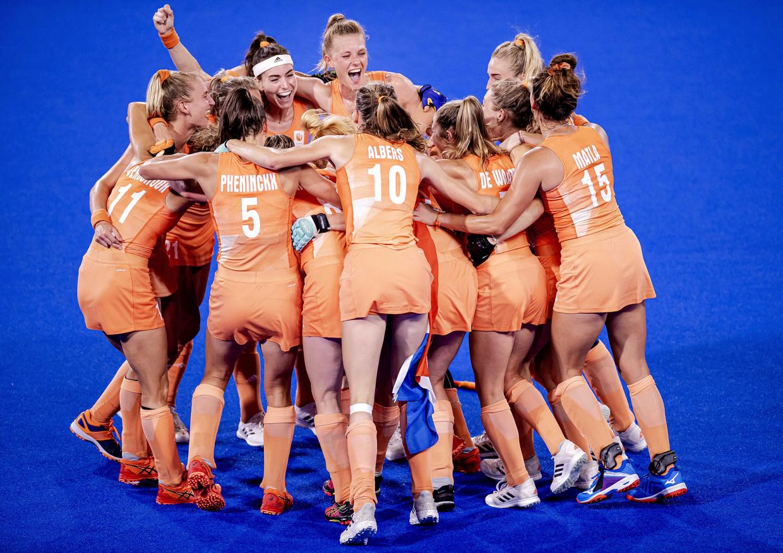 De Nederlandse hockeyvrouwen hebben het rokje nog niet afgezworen, zoals bleek tijdens de laatste Olympische Spelen. Beeld ANP