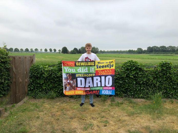 De 16-jarige Dario Hubers heeft zijn vmbo-tl-diploma binnen en gaat nu verpleegkunde bij de VeVa in Harderwijk volgen.