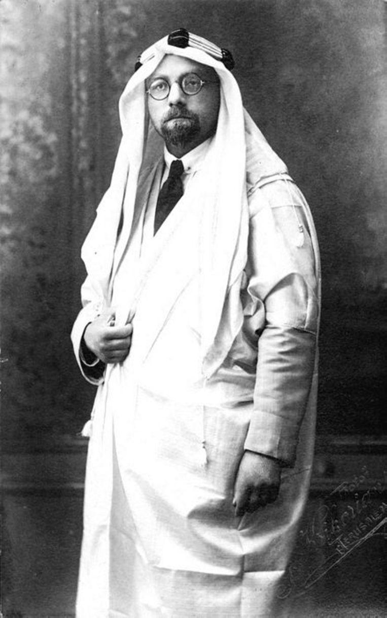 Jacob Israël De Haan, gekleed als Arabier. Beeld
