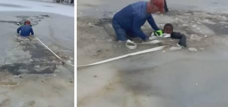 Une promeneuse sauve un enfant tombé dans un étang gelé