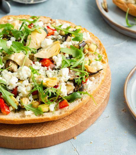Wat Eten We Vandaag: Broodpizza met gegrilde groenten en feta