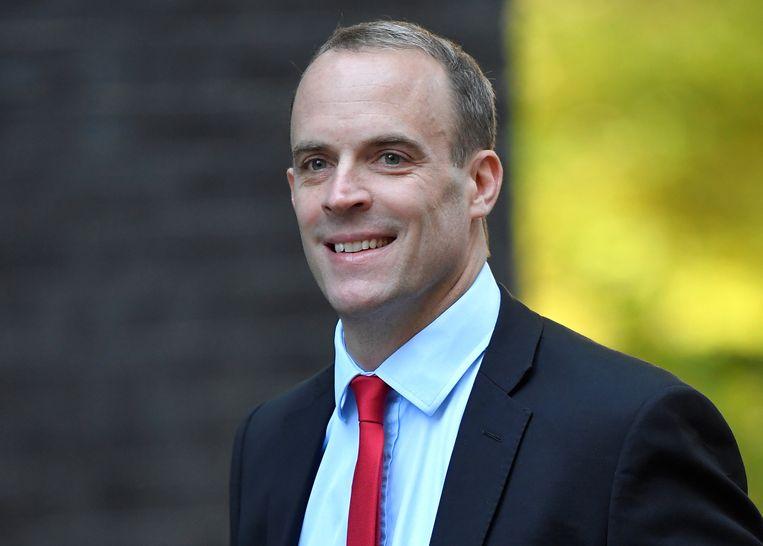 Op het partijcongres van de Conservatieven haalt Brexitminister Dominic Raab opnieuw uit naar de Europese Unie. Europa wil een speciaal statuut voor de Britse 'provincie' Noord-Ierland, om het handelsverkeer met de Republiek Ierland te vergemakkelijken, maar dat is onbespreekbaar voor Londen. Beeld REUTERS