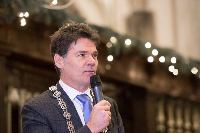 Burgemeester Paul Depla tijdens de nieuwjaarsreceptie in de Grote Kerk.