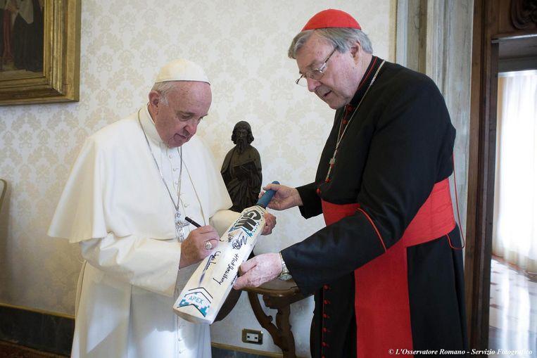 Paus Franciscus en George Pell in oktober 2015 Beeld epa