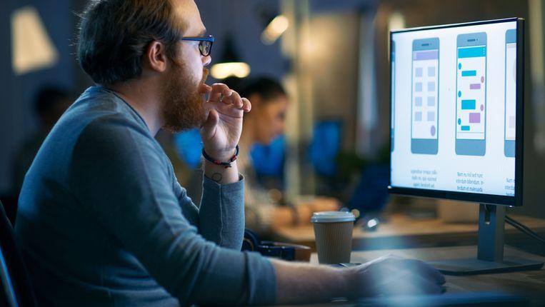 Een medewerker die meer verdient dan zijn/haar baas, het lijkt de wereld op zijn kop. En toch kijken ze er in sommige kennisbedrijven al lang niet meer van op.