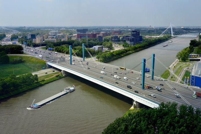 De Galecopperbrug is een stalen brug over het Amsterdam-Rijnkanaal bij Utrecht. De brug heeft twaalf rijstroken: per richting zijn er twee rijbanen van elk drie rijstroken.