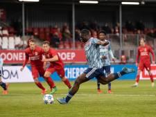 Almere City 'vraagt' Ajax om bal van gemiste strafschop Brobbey