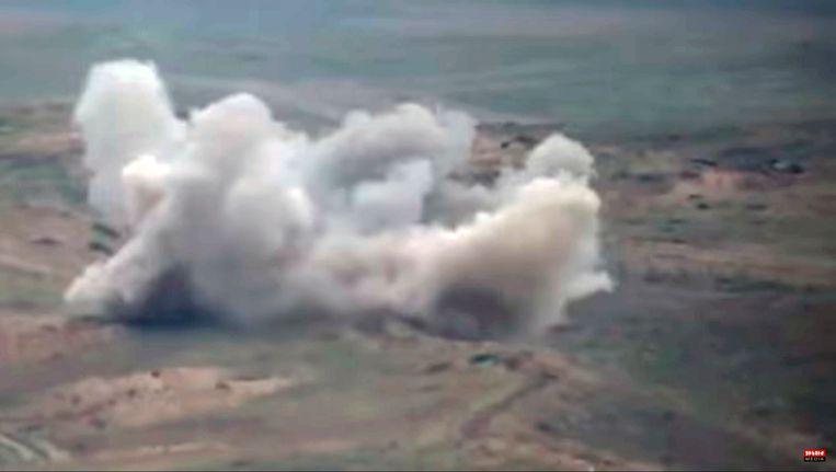Beelden van het Armeense ministerie van Defensie waarop militaire voertuigen worden aangevallen. Beeld EPA
