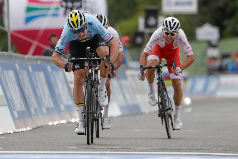 Wout van Aert sprintte naar de tweede plaats. Beeld AP