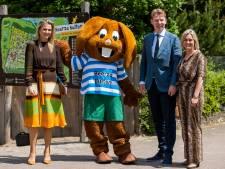 Koningin Máxima luistert tijdens 'coronabezoek' aan Beerze Bulten naar ondernemers: 'Weer de mailbox vol annuleringen'