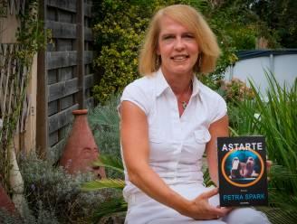 """Petra Spark heeft met Astarte haar vierde boek klaar: """"Lijken van 150 jaar oud komen uit de kast vallen. Maar wat hebben ze gemeen? Daar gaat het verhaal over"""""""