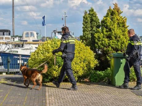 Man in nek gestoken in Roelofarendsveen: verdachte nog spoorloos