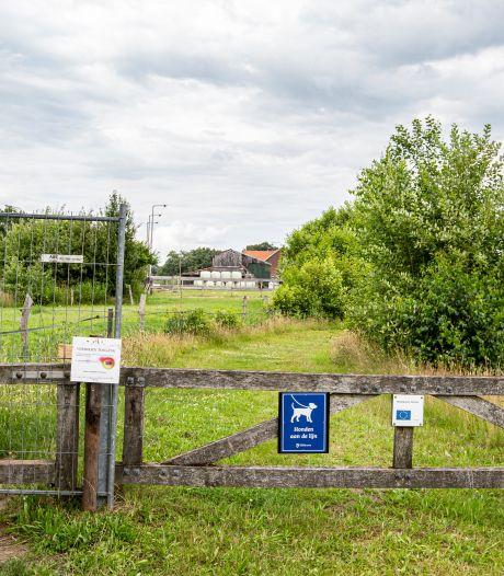 Twentepad ineens afgesloten met hekken: bewoners zijn overlast spuugzat, maar wandelaars zijn boos