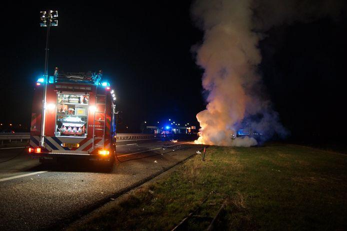 De auto vloog in brand.