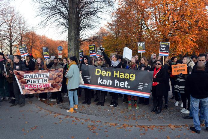 De demonstratie tijdens de intocht van Sinterklaas in Den Haag
