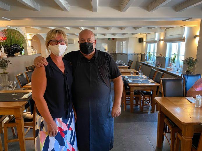 Nadia De Clercq en Wim Van Caelenberg van ' Lavendelke langs de Grote Steenweg in Oordegem ontvingen woensdag opnieuw klanten.