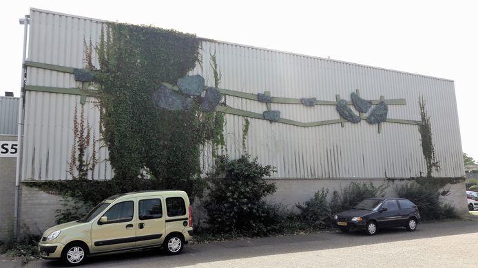 Het kunstwerk van Wim Suermondt op de gevel van de oude Werft in Kaatsheuvel.