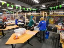 Energieloket Eindhoven officieel van start; wethouder deelt energievouchers uit bij Voedselbank