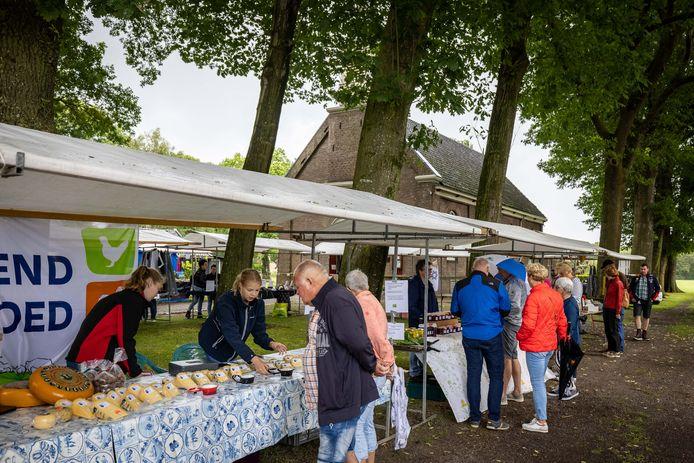 In Willemsoord is zaterdag een start gemaakt met een serie Weldadige Dagen. Met een markt en oude ambachten wordt aandacht gevraagd voor de ontstaansgeschiedenis van het dorp.