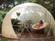 Amazon vend un dôme géant pour camper dans son propre jardin