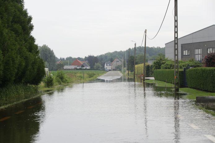 Zondag hevige regenval, maar maandag is er nog steeds wateroverlast in Sint-Gillis-Waas.