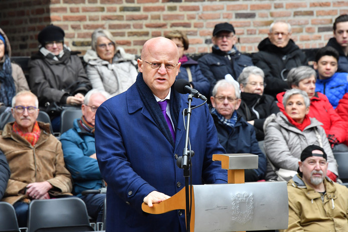 Minister Grapperhaus tijdens herdenking bij de Schommel.