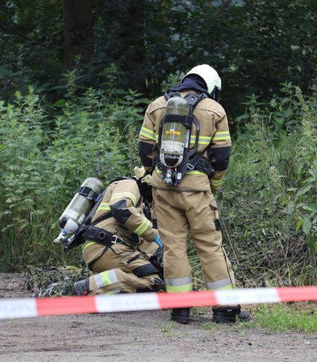Drugsafval gedumpt in berm bij parkeerplaats Ravenstein, stuk grond wordt afgegraven