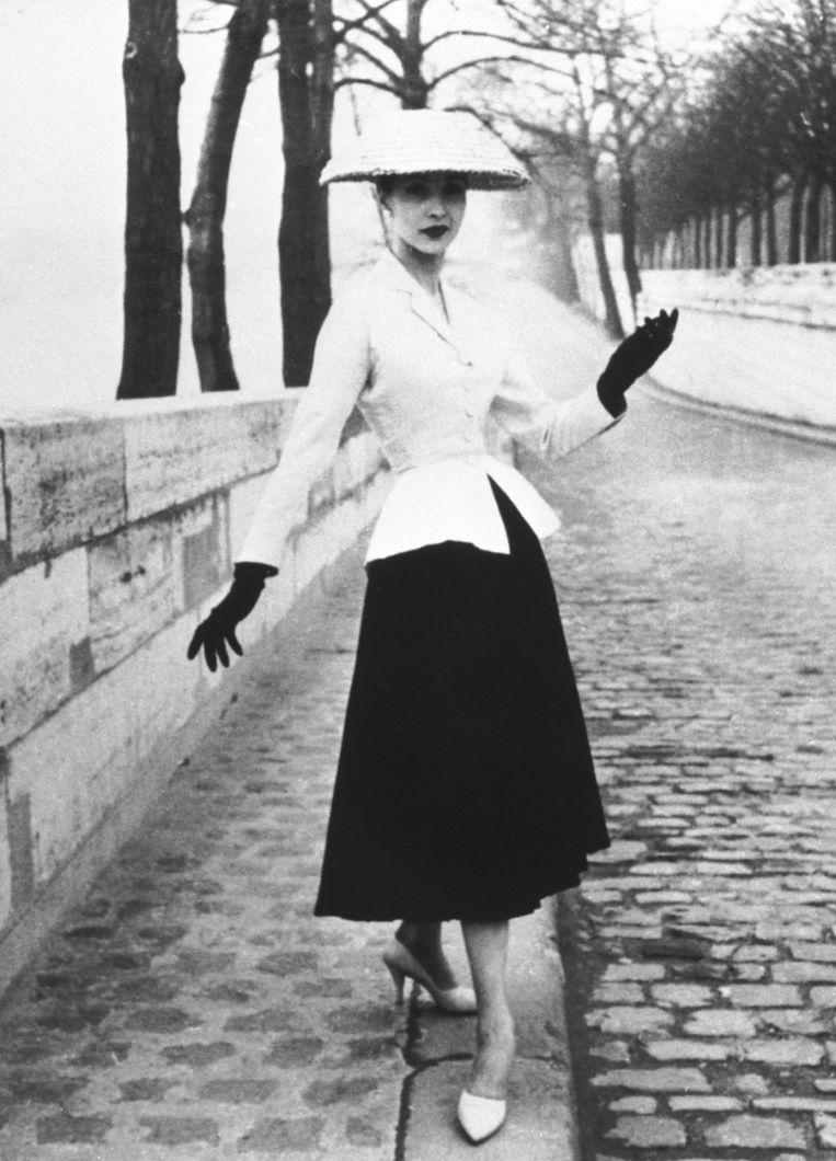 Een model in een creatie van Christian Dior. Beeld Gamma-Keystone via Getty Images