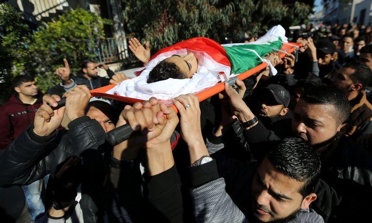 Palestijnen rouwen om de dood van de 16-jarige jongen die gedood werd tijdens het protest.