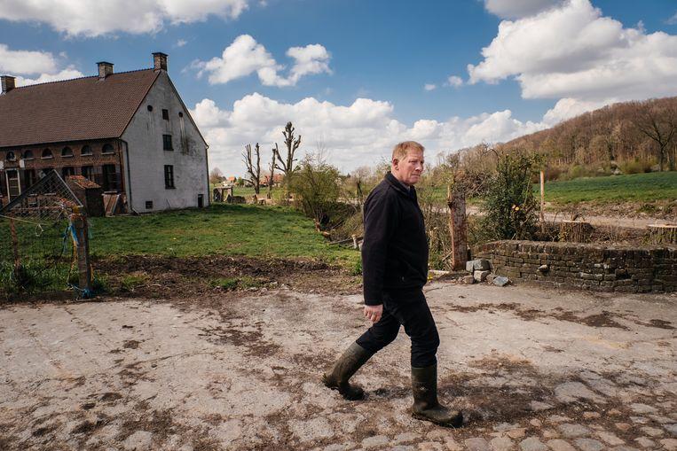 Boer Paul Hubau vreest dat de kleine familiale boerenbedrijven in de Vlaamse Ardennen de dupe worden van het nieuwe mestactieplan. Beeld Wouter Van Vooren