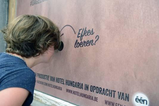 """Kijkgaten voor de werken aan het opnamehuis van Jeroen Meus voor """"Dagelijkse Kost"""" in Leuven ."""
