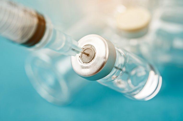 Verspilde vaccins: GGD's halen zes injecties uit flacon terwijl er zeven mogelijk zijn - Parool.nl