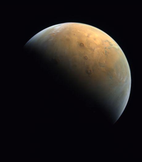 """Voici la première image de Mars par la sonde """"Espoir"""" des Émirats"""