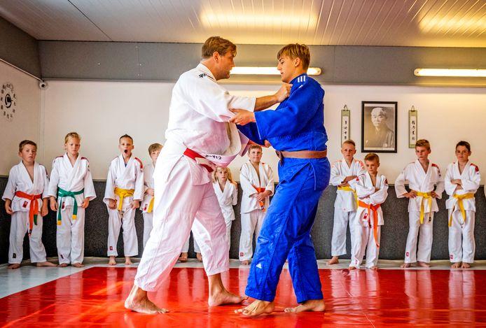 Voormalig topjudoka Dennis van der Geest tijdens de clinic bij Yoshi Kai