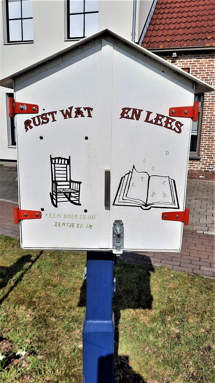 Het eerste 'sprekende' boekenruilhuisje.
