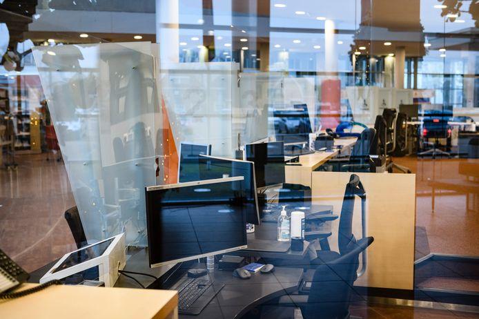 Computers in de ontvangstruimte van Hof van Twente. De gemeente werd slachtoffer van een enorme hack, met miljoenenschade toto gevolg.
