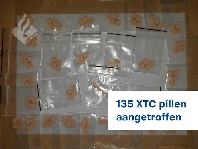 De politie heeft de drugs in beslag genomen.