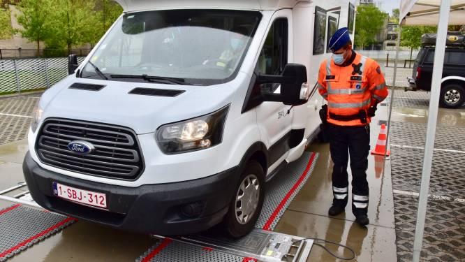 """Politie Vlaamse Ardennen weegt je camper of caravan vòòr je op reis vertrekt: """"Gewicht belangrijk voor stabiliteit en remvermogen"""""""