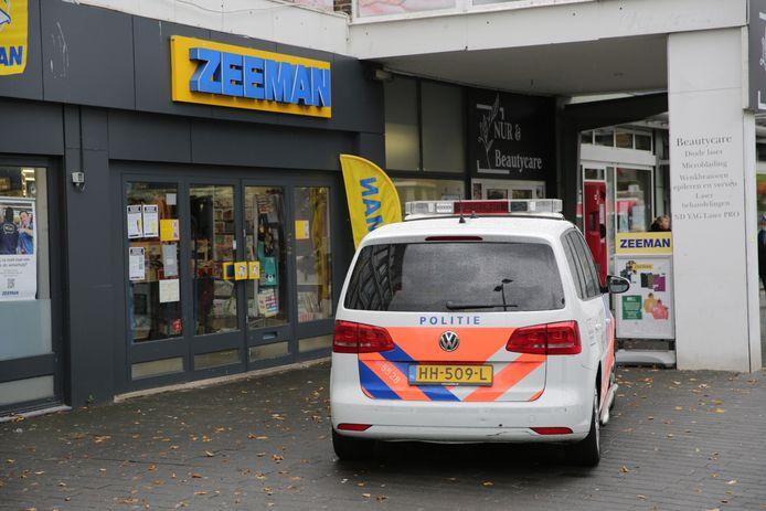 Vanmiddag is een vestiging van de Zeeman in het winkelcentrum op de Leyweg overvallen.