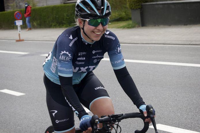 Britt Knaven in actie in de Brabantse Pijl.