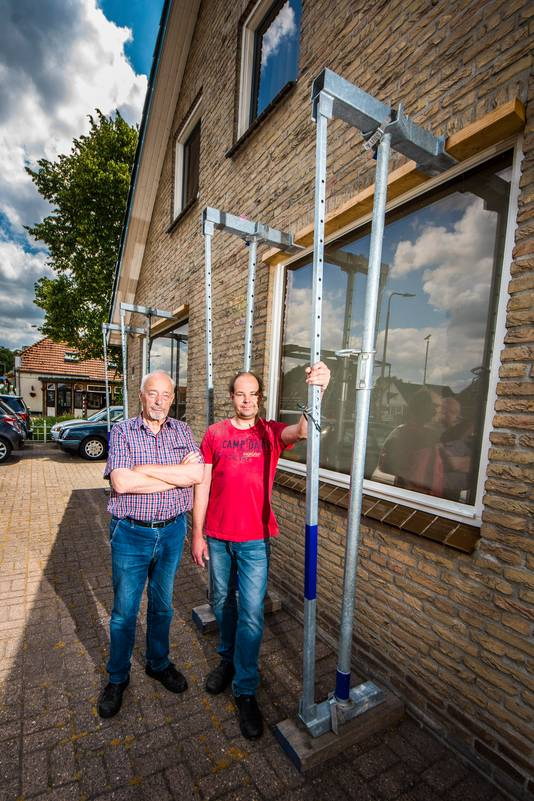 Adriaan en Berend Jan Drenthen hebben schade aan huis door werkzaamheden aan het kanaal