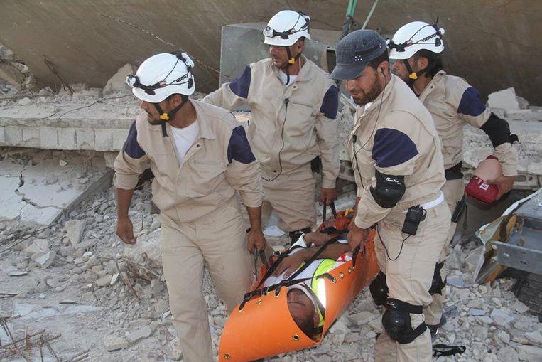 Reddingswerkers oefenen in de Syrische stad Idlib Beeld ap