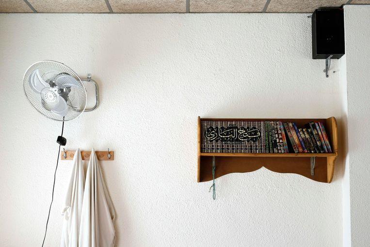 Een ruimte in de Annourmoskee in Ripoll waar imam Abdelbaki Es Satty – omgekomen bij de explosie in Alcanar – predikte. Beeld AFP