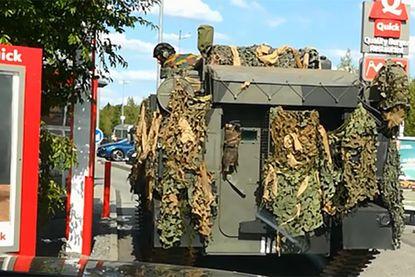 Missie geslaagd: tank aan drive-in Quick was reclamestunt