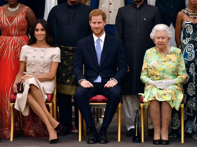 Meghan, Harry en koningin Elizabeth op een archiefbeeld.