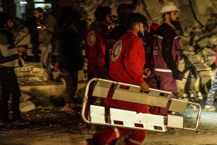 Bij bombardementen door de Syrische luchtmacht in de provincie Idlib, in het noordwesten van Syrië, zijn vandaag tien burgers omgekomen. Vijf burgers moesten naar het ziekenhuis worden overgebracht met verstikkingsverschijnselen als gevolg van gifgas.