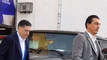 VIDEO. Spijtoptant Veljkovic toont zich in de tribune van Anderlecht-Club en verlaat stadion onder luid boegeroep