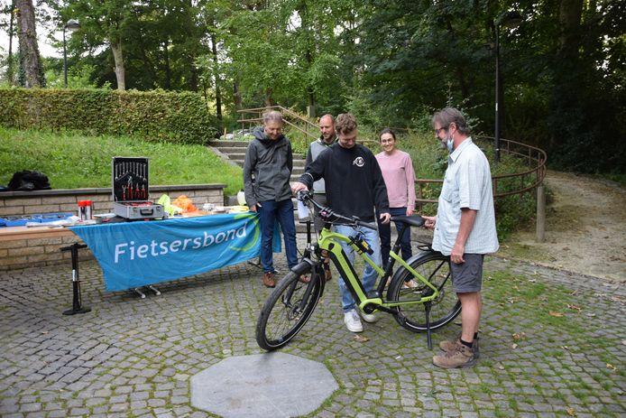 Op Car Free Workday kon het gemeentepersoneel van Beersel dat met de fiets naar het gemeentehuis kwam een gratis fietscontrole krijgen.