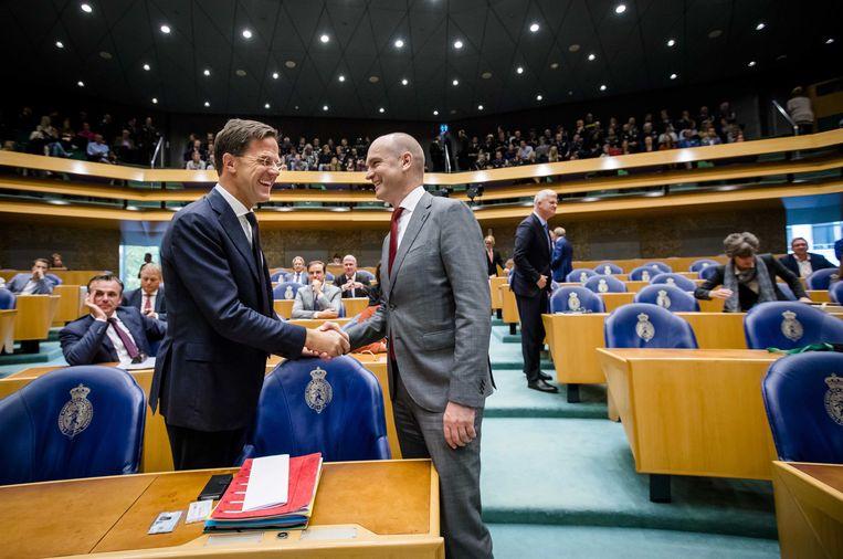 Premier Mark Rutte en ChristenUnie-leider Gert-Jan Segers in betere tijden, na het Tweede Kamerdebat over het eindverslag van de informatiefase van 2017, waarin een regering van VVD, CDA, D66 en ChristenUnie werd gesmeed. Beeld ANP/Bart Maat
